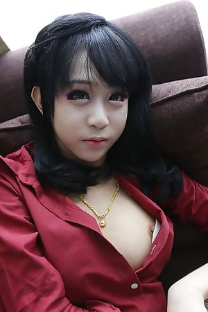 19yo take charge Thai shemale nonnude striptease for white traveller