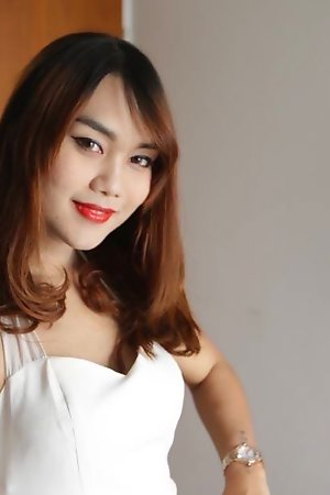 Comely Thailand ladyboy takes white pipe close by the exasperation