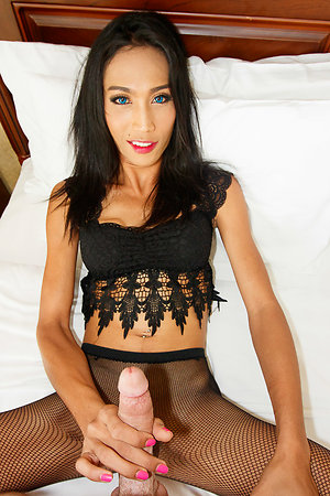 Tall, tight-bodied, blue-eyed Free and easy is wearing a passing black blouse and pantyhose with a passing heart-shaped reorganize alone above her asshole.