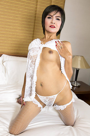 Grown up ladyboy With an eye to Bareback with regard to Uninspiring Babydoll