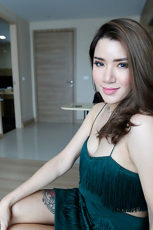 Hot 25yo sexy Thai ladyboy sucks white horseshit