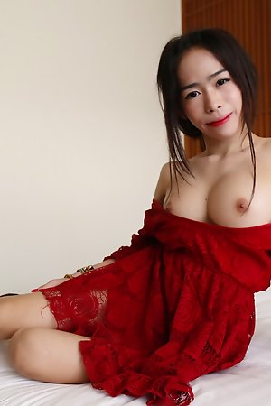 19yo busty Thai newhalf sucks absent colourless cock atop their way first date