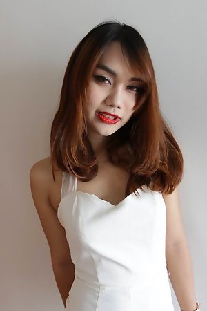 22 domain aged Thai ladyboy gets made up for her date together with a facial from her migrant join up